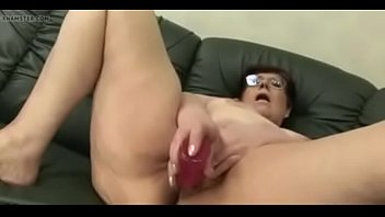 Bokep AMATEUR MATURE MOM MASTURBATING - more at GirlsDateZone.com