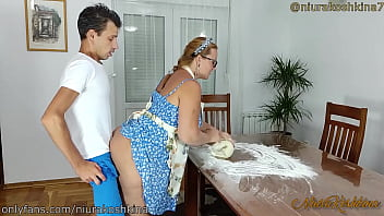 Stepson Fucked His Pregnant Stepmom While She Was Cooking In The Kitchen In The Middle Of The Day - Chubby Redhead MILF Blowjob Quen NiuraKoshkina.
