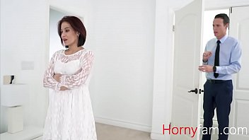 Bokep Stepmother gets cold feet on her wedding, son warms her up