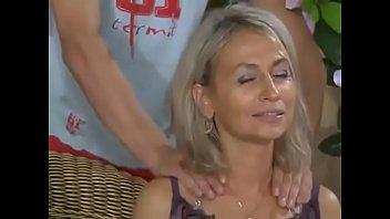 Blond mamuśka wymasowana i wyruchana
