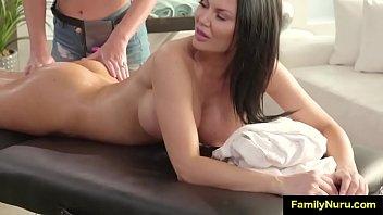 Video Porno Lesbian family massage