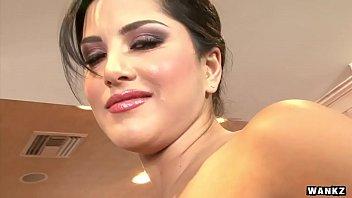 Bokep XXX WANKZ- Sunny Leone Gets Naked And Masturbates