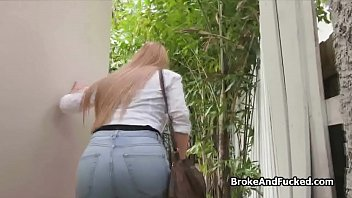 Nonton Bokep Big tit glasses amateur teen blows outdoors