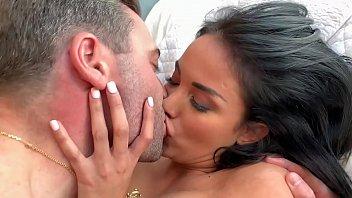 Bokep Sex Anissa Kate, se fait baiser en privé à l'hôtel par Ricky Mancini.