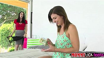Super hot mom Ray tongues Taras sweet teen pussy on the bed