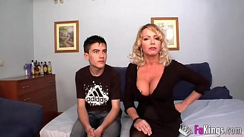 Bokep Seks True sex lessons from busty Spanish MILF Bibian to young unexperienced Jordi