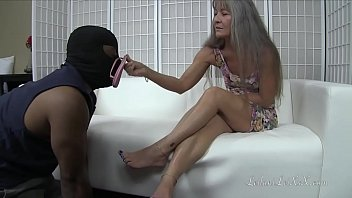 Bokep Slave Cleans Milf's Dirty Feet PREVIEW