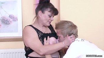 Bokep Young Boy Seduce His Grandma to get First Fuck