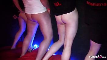 Mia Bitch und Jay Bo in Bremen bei Gruppensex Party ohne Kondom von Scout69 Usern gefickt