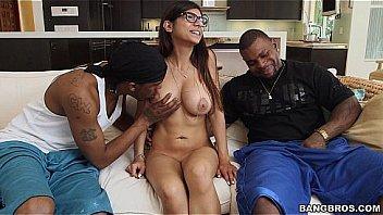 Video Ngentot Mia khalifa having threesome