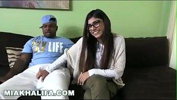 Video Ngentot Mia Khalifa rebolando no pau do negão