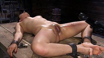 Bokep Seks Locked in metal device brunette beauty suffers vibrator play