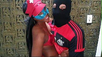 Bokep XXX Mulata Ninfeta Natasha Medeiros faz sexo anal com flamenguista dotado e ganha gozada em cima do cu