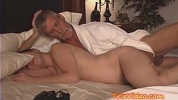Video Porno Old man doing sex with young