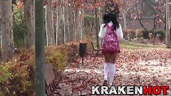 Video Bokep Schoolgirl ath the park. Voyeur in public.