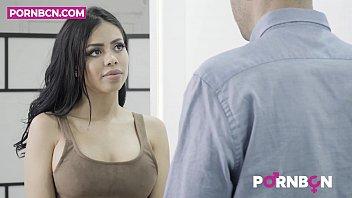 Video Ngentot PORNBCN 4K La bella latina Canela Skin quiere que el tasador Kevin White le folle el culo y ella se corre a chorros. Una milf recien divorciada con ganas de follar duro | porno español spanish latino anal hardcore hd subtitulado ingles