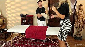Bokep Senator Olivia Austin fucked by the masseuse