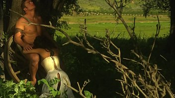 La Beauté Asiatique  Kaylani Lei Baisée Solide par un Cowboy Dehors