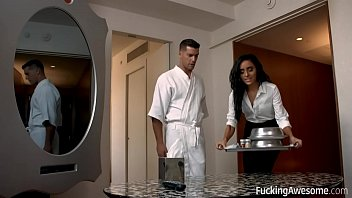 Bokep Special Room Service With Naomi Woods