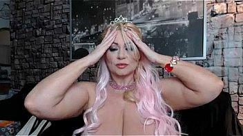 Bokep Samantha38G showing her 38G huge boobs