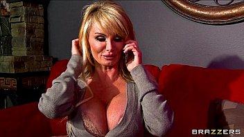 Big-tit British MILF Taylor Wane gets a late night booty call