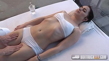 Video Ngentot Kittina Coxxx does in doggy style