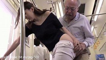 Kærlighedshistorien til den gamle mand og hans niese knepper i bussen