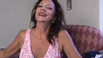 Bokep Super sexy old spunker fucks her soaking wet pussy for you