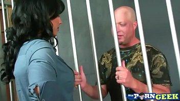 Fucking the Hot Jail Guard