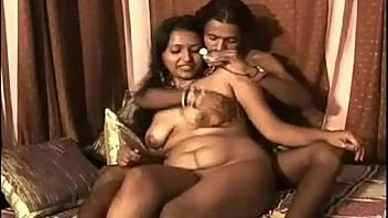 Video Bokep Mallu Bhabhi Big Boob Sucked By her Husband