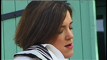 Video Bokep Une hôtesse de l'air se fait baiser par son commandant