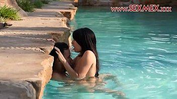 Video Bokep Sex in swiming pool