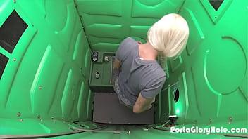 Porta Gloryhole Blonde milf swallowing strangers cum