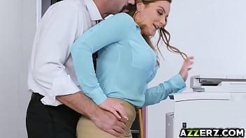 Bokep Hot office babe Natasha gets a welcome fuck