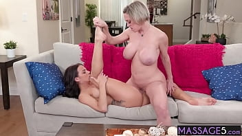 Sexy lesbian licked babes tight pussy
