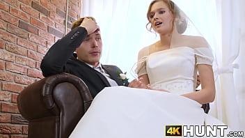 Bokep Cock craving bride makes husband cuckold