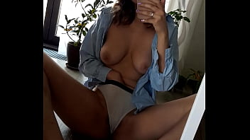 Girl Fingering Pussy In Front Of The Mirror And Orgasm
