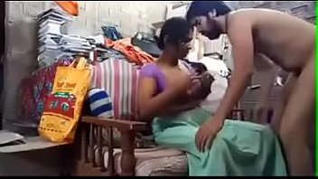 Nonton Bokep Indian Desi Bhabhi fucking with renter hard and Enjoying full video .Desi hard Fuck