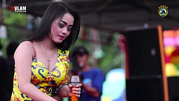 Two Sexy Indonesian Girl Wild Dancing on stage for money