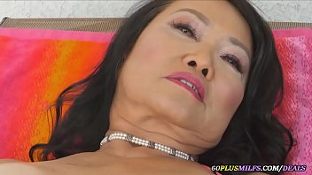 thai mature plays with her pussy
