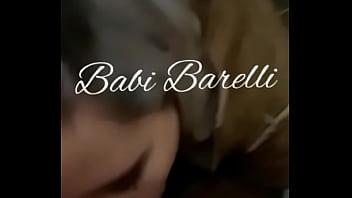 garota de programa Babi Barelli de PoA chupando pau de sortudo