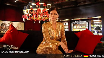 Lass Latex Domina Lady Julina Deinen Hals ficken
