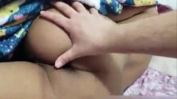 Bokep mi hermana está dormida y le rompo ano