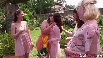 Video Bokep Australian bride tongued