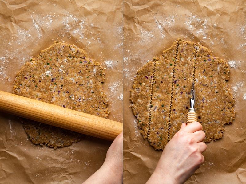 vegan spelt crackers cutting