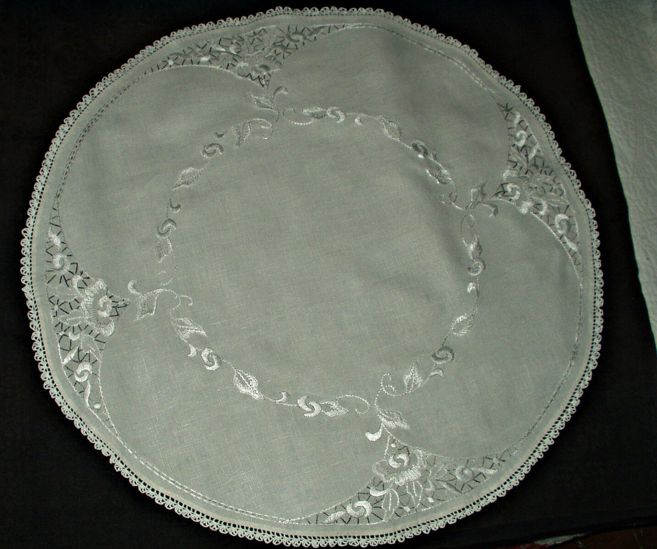 Vintage 1930s Gray White Embroidery 30 Inch Round Linen Center Piece Doily Tablecloth The