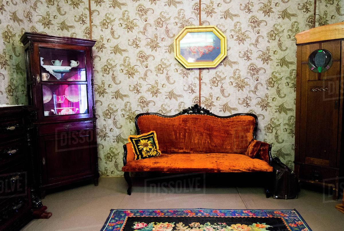 Retro Livingroom Furniture And Wallpaper D145 195 077