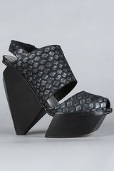 Senso Diffusion The Albi Shoe in Woven Embossed Black