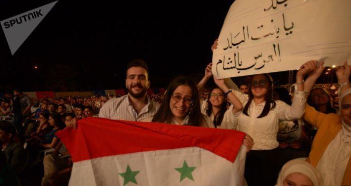 Syrian artist Faya Younan performs in Damascus