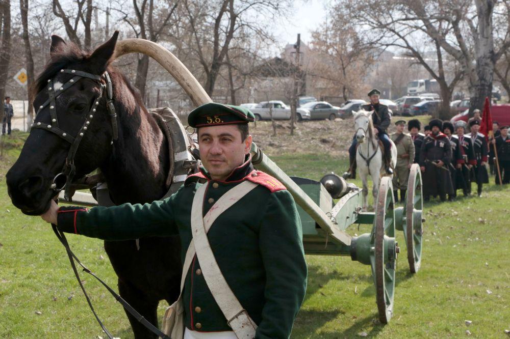 عرض الحقب التاريخية في مهرجان ربيع القرم بسيمفيروبيل
